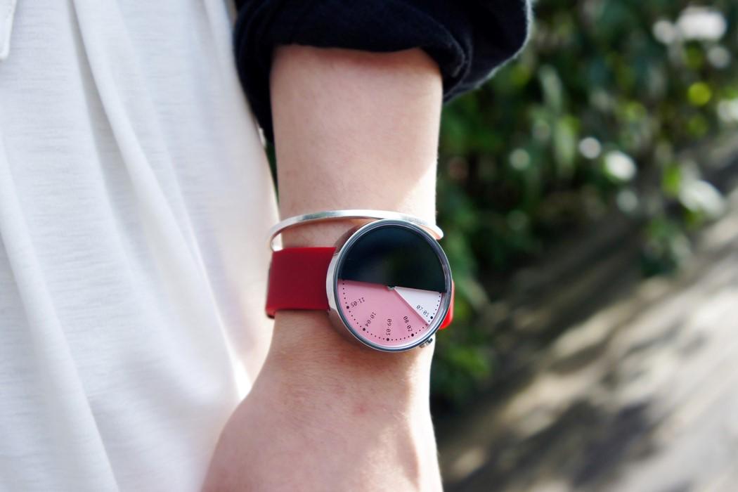 月球神秘的另一面:独特设计的ULTRATIME 002手表