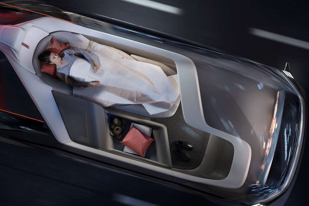 展示前瞻设计的沃尔沃自动驾驶概念车