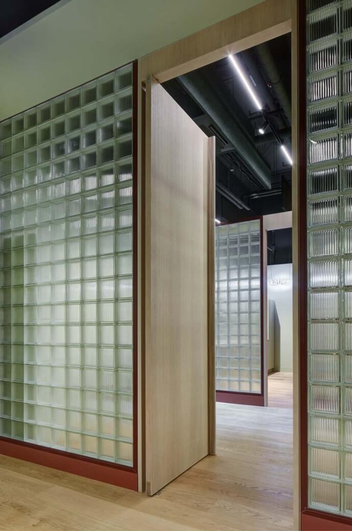 柏林未来主义风格药房设计