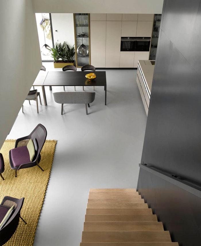水上的家:功能齐全的现代住宅