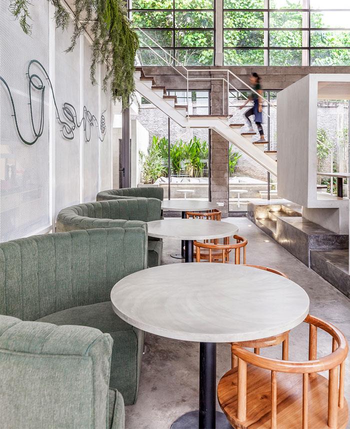 热带雨林融入室内设计:巴厘岛Full Circle咖啡馆设计