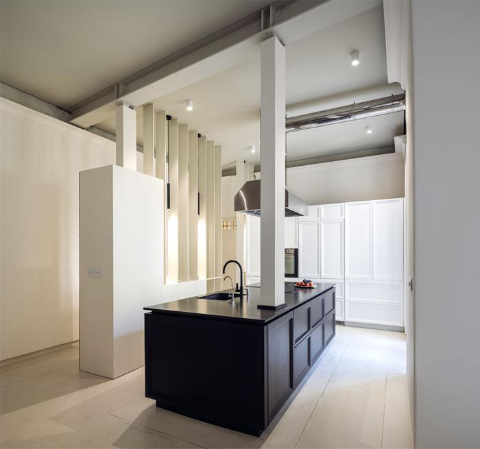 18世纪的宫殿打造成明亮和舒适氛围的现代住宅