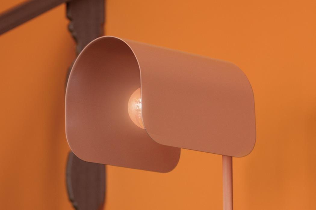 Joyce (Yeon-Soo) Kang:邮箱造型的落地灯设计