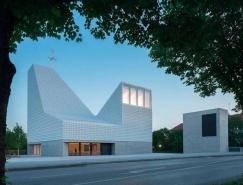 15000個瓷磚賦予屋頂結晶外觀:Seliger Pater Rupert Mayer教堂