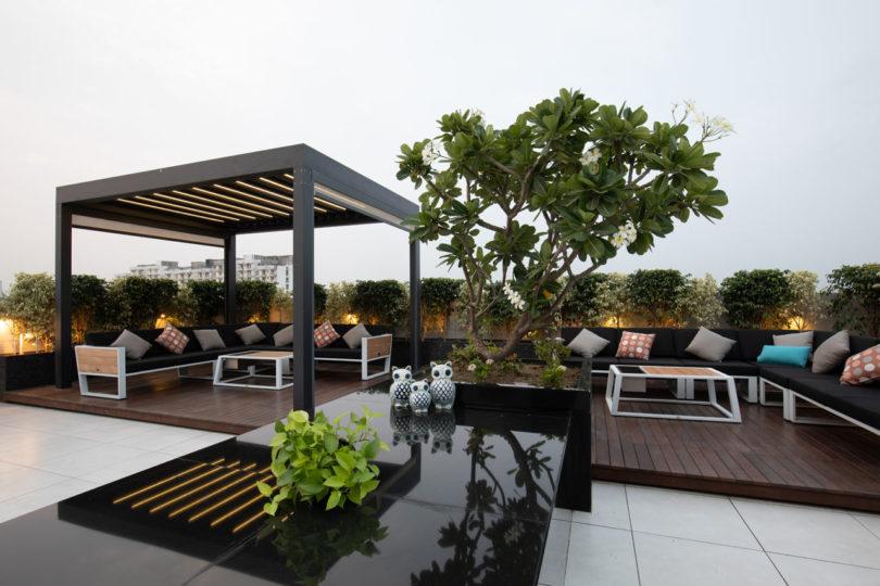 2套房合并:拥有超大屋顶露台的顶层住宅