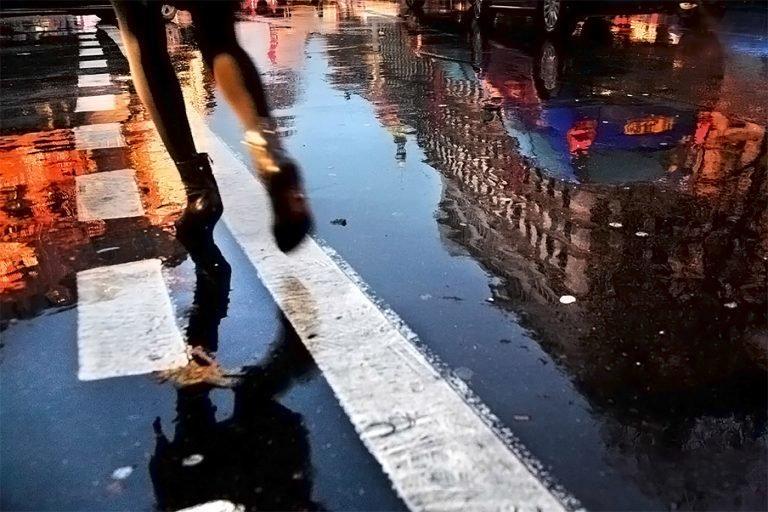 在雨中:Christophe Jacrot镜头下的雨中街景
