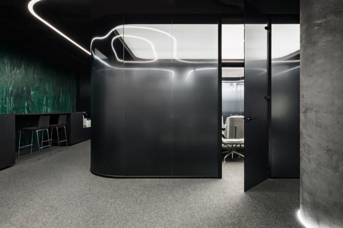 酷黑风格办公室空间设计