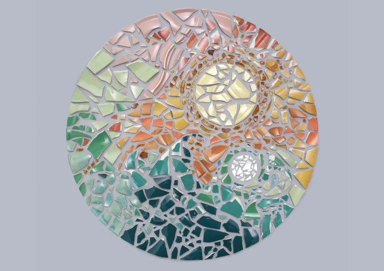 艺术家Kristen Meyer用小物件制成整齐规律的几何图形
