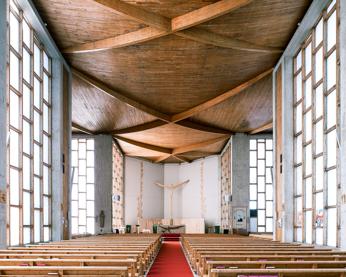 神圣的现代主义教堂空间皇冠新2网