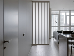 浅灰和灰绿搭配的舒适氛围:极简风格家居装饰设计