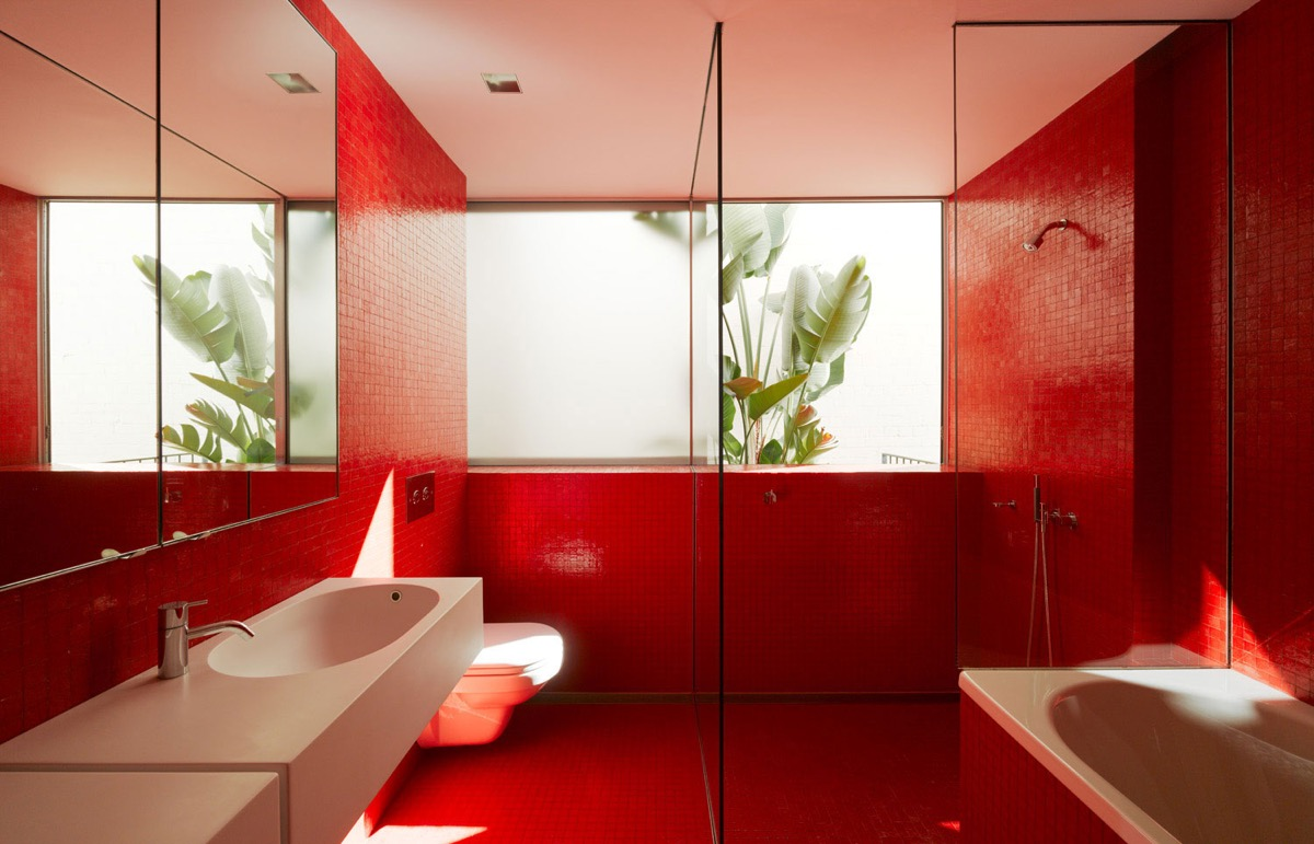 red-bathroom-tiles-600x386.jpg