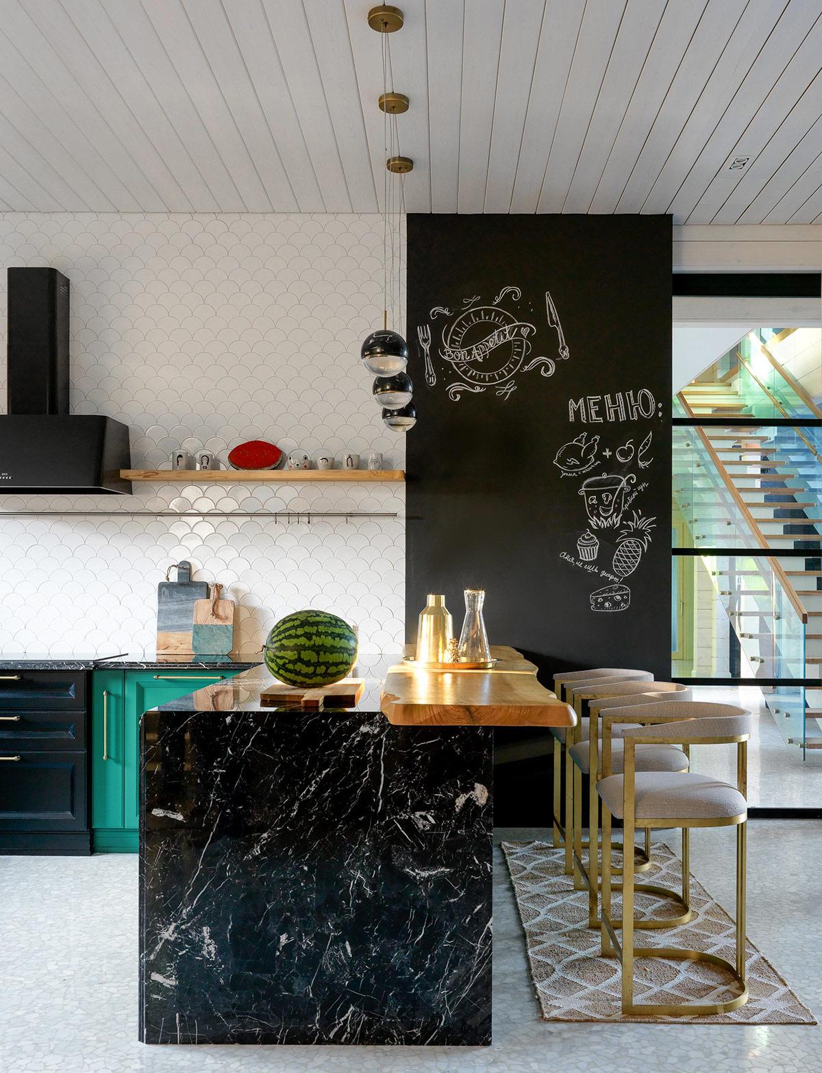 black-marble-kitchen-600x783.jpg
