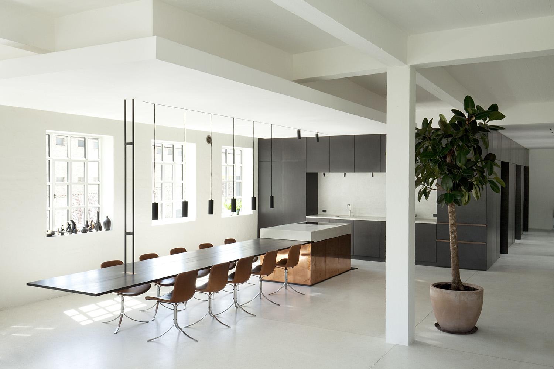 哥本哈根200㎡极简主义住宅翻新