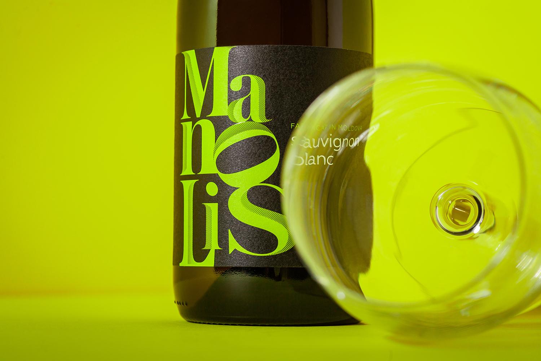 时尚的字体排版 Manolis葡萄酒包装设计
