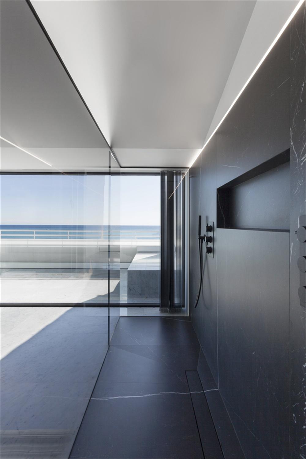 面向大海的西班牙极简主义Penthouse住宅