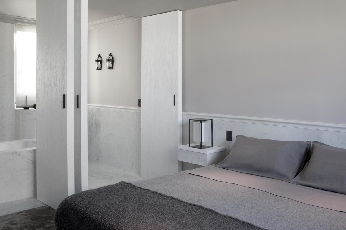 grey-bedroom-1-600x400.jpg