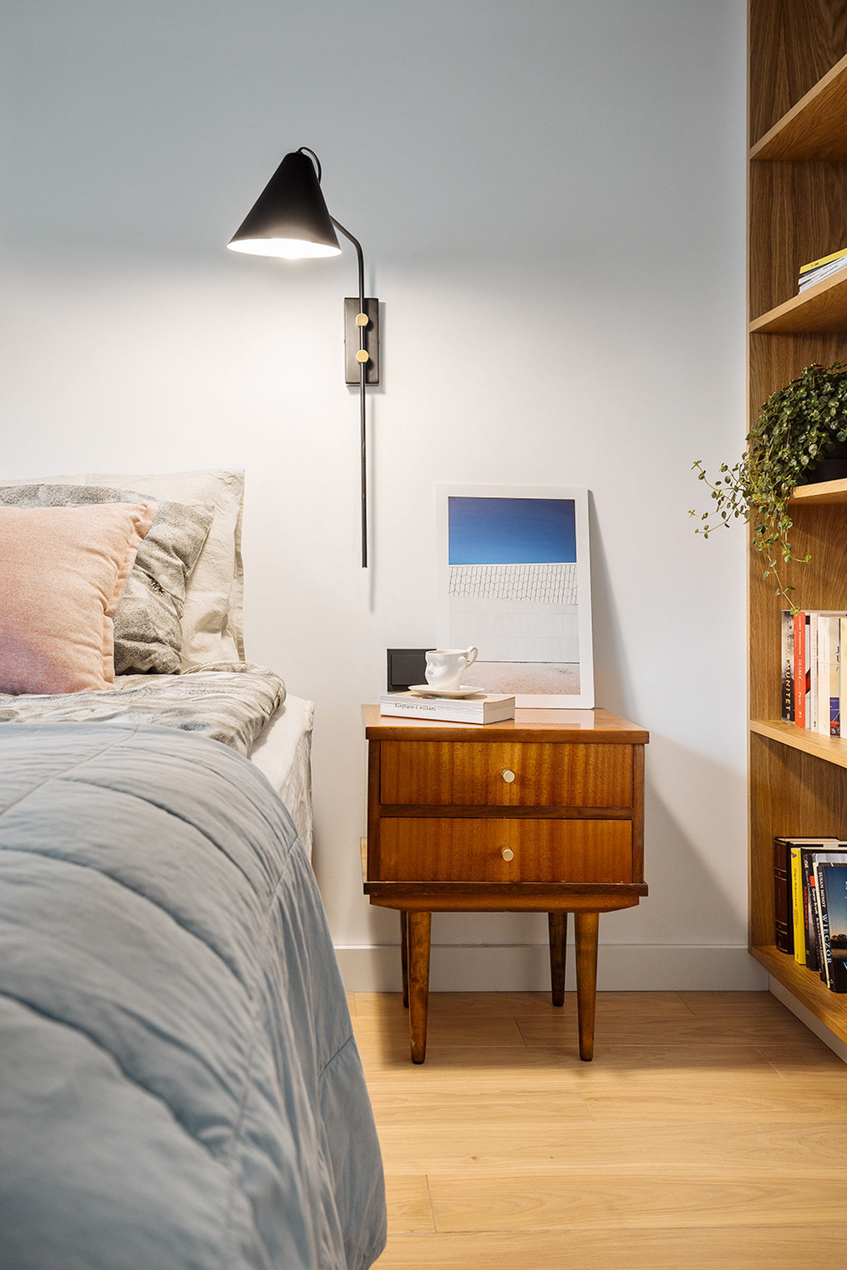 mid-century-modern-cherry-wood-bedside-t