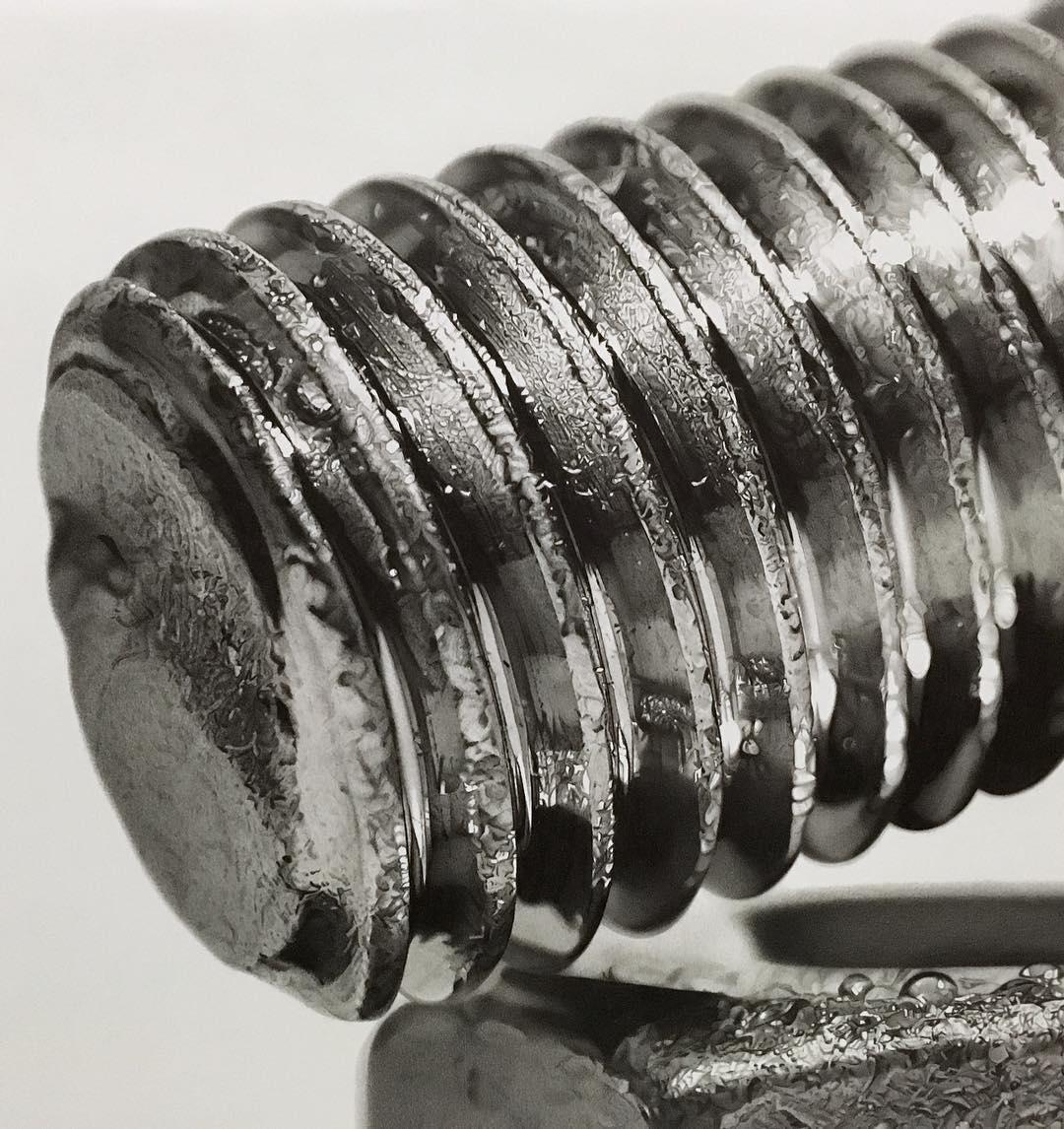 完美的金属细节:日本艺术家Kohei Ohmori超写实铅笔画