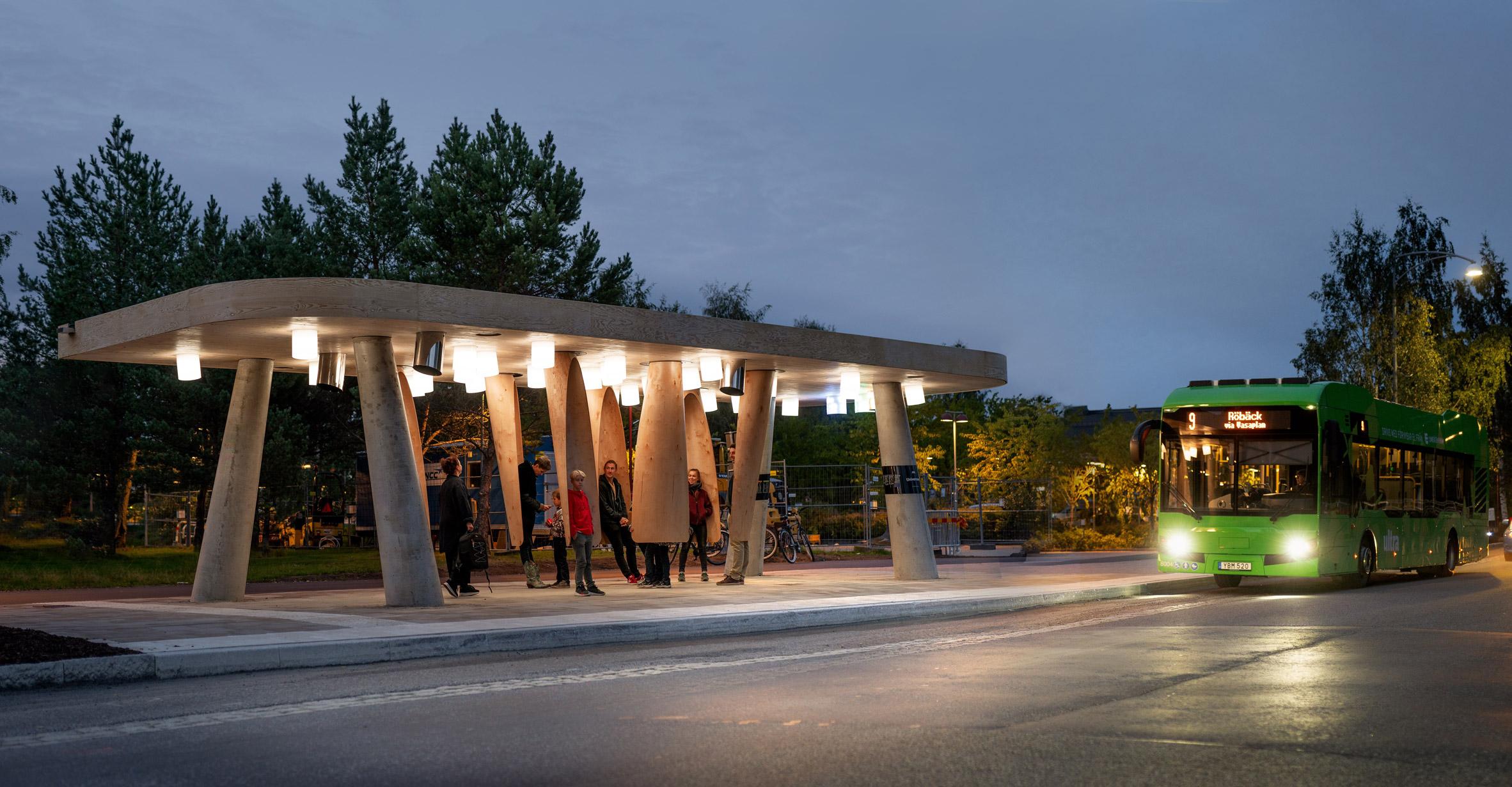 让等公交车不再寒冷 温暖的智能公交车站