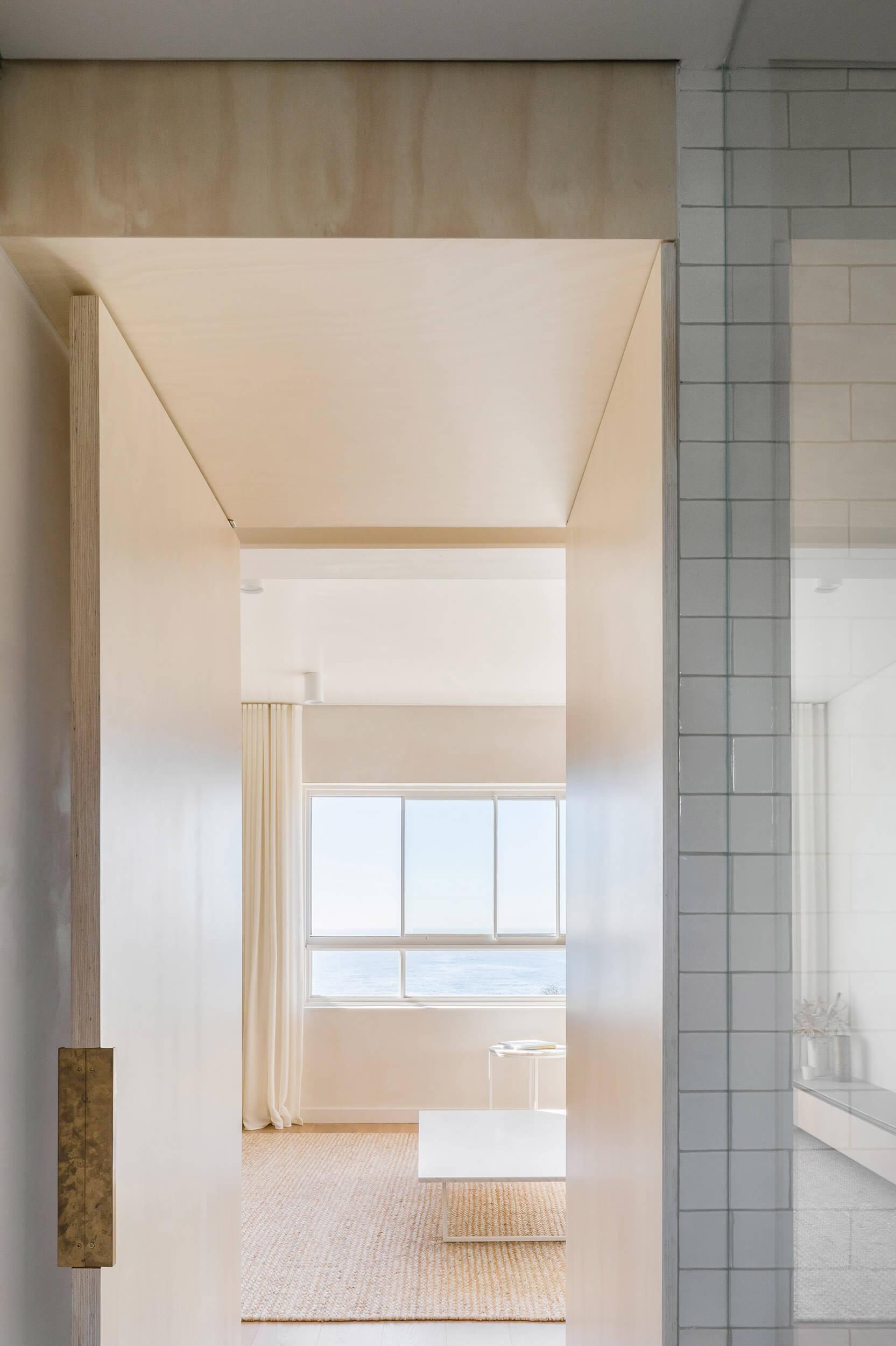 自然原木色!悉尼65平极简公寓改造设计