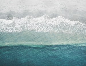 如画的海岸线,你看见了几种蓝?