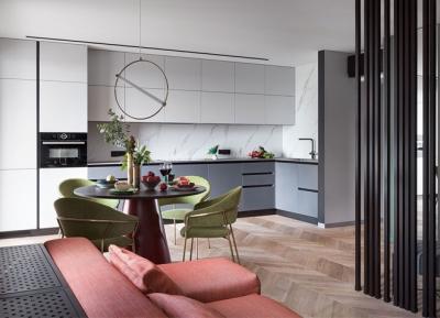 55平一居室,极简主义的彩色家居空间