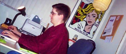 Christopher Schmitt在他的Florida辦公室