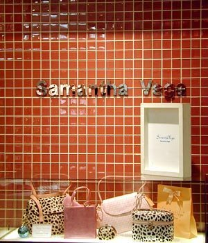 日本名牌服饰橱窗艺术—激发商业灵感