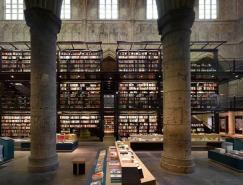 古老教堂里的书店设计