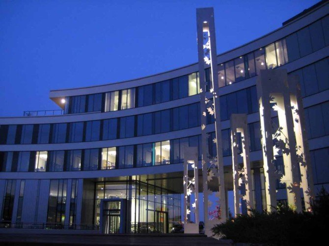 挪威奥斯陆奔驰汽车4S店室内和建筑欣赏