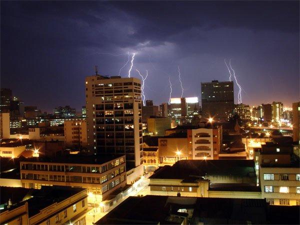 捕捉强风暴天气:25张精彩摄影作品