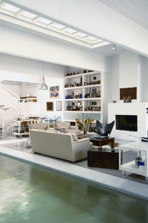 纯净白色:拥有室内游泳池的住宅室内设计 - 设计之家