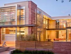 采用落地玻璃窗的豪華現代住宅設計