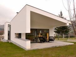 自然光线和黑白外观的现代住宅设计