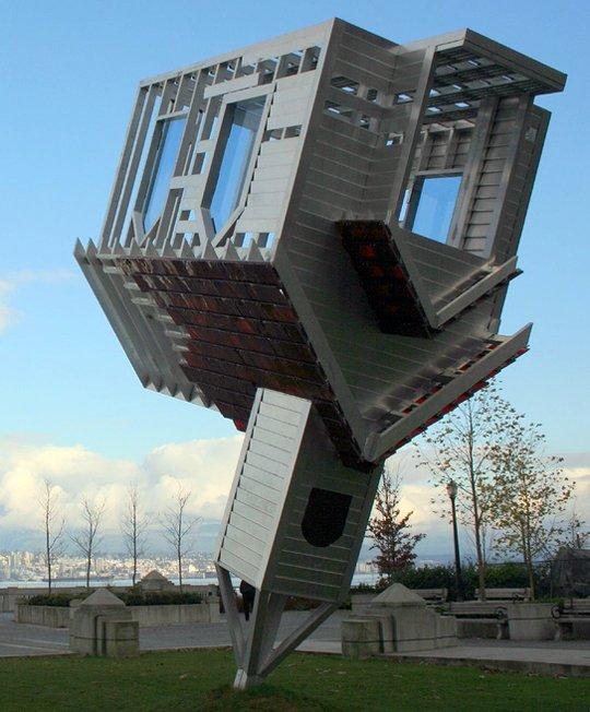倒立的房子创意景观艺术雕塑