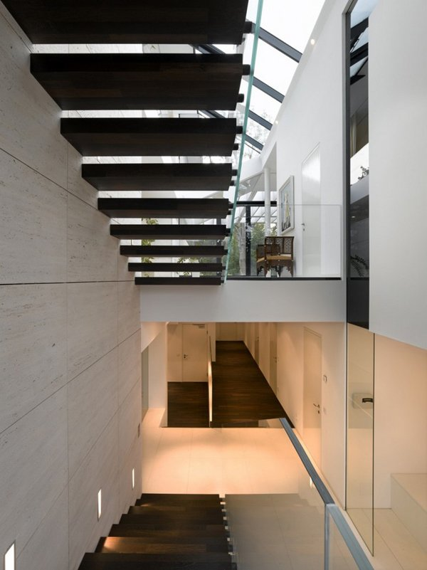 俯瞰全城:奥地利Linz超现代别墅设计