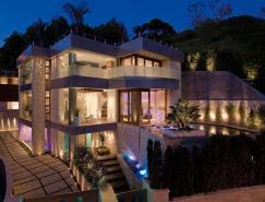 混凝土、玻璃和不锈钢构建的洛杉矶豪宅