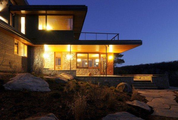 加拿大muskoka湖邊懸崖的cliff別墅