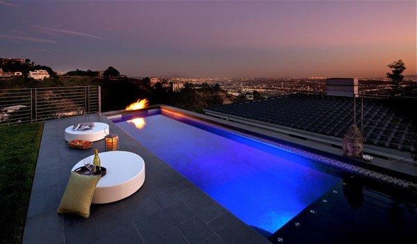 好莱坞山上精致的现代别墅设计