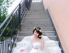 Photoshop调出楼梯婚片艳丽的蓝紫色