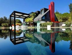 泳池與建筑相映成輝:花園般的西班牙豪華現代