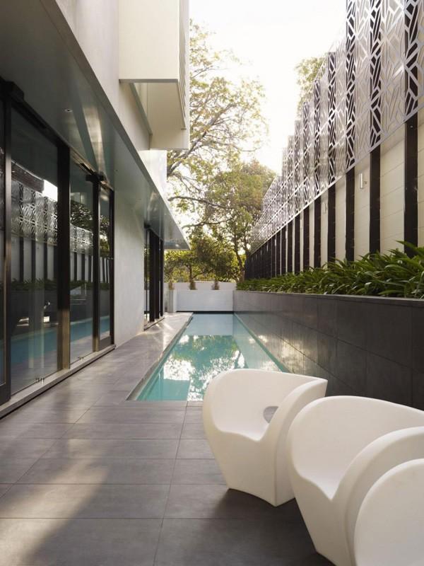 绿色植被围绕的墨尔本时尚优雅别墅