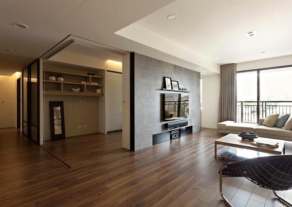 活动推拉门的巧妙使用:现代简约风格公寓设计