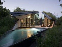 绿色植被覆盖的屋顶:科罗拉多河岸Edgeland住宅