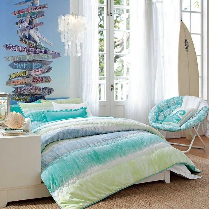 Beach Themed Living Room With Colorful Furniture Set: 100个现代女孩房间装修设计(6)
