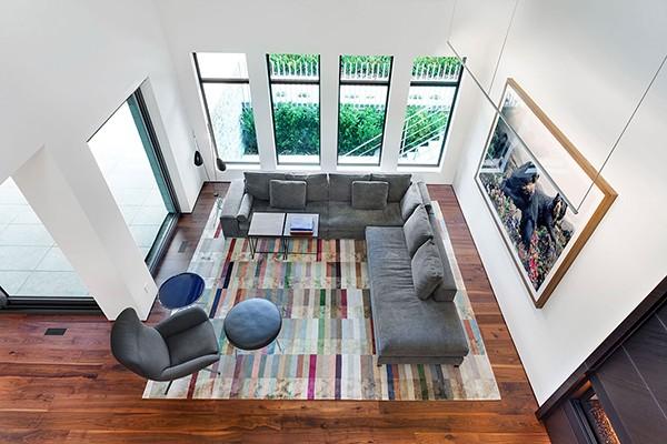 創意鐵藝蕾絲樓梯:加拿大現代三層別墅 - 設計之家