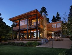 McClellan Architects: 通透的豪华湖景别墅