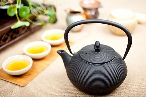 精美的日本工艺铸铁茶壶