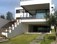 西班牙瓦伦西亚纯白现代别墅设计