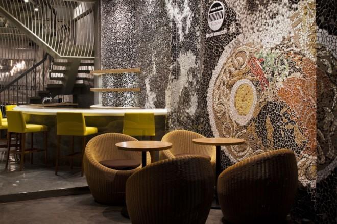 创意马赛克墙绘:胡志明市个性的拉面馆设计